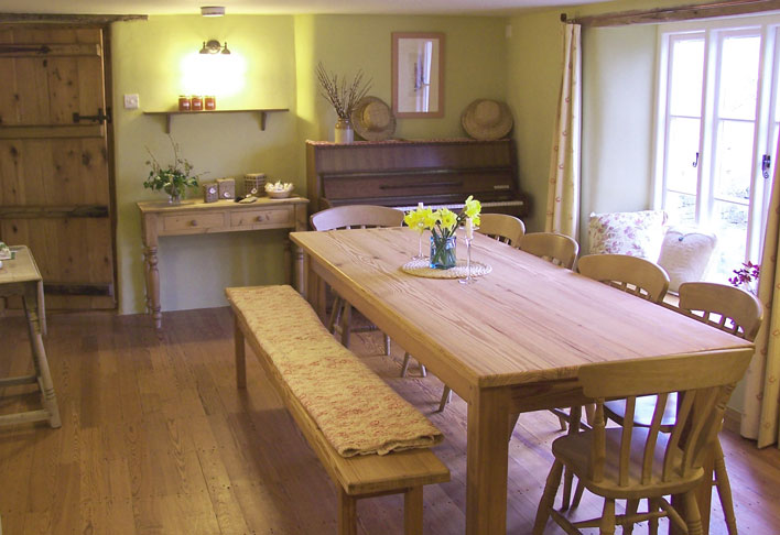 Image of the Dining Room at Creative Craft  Retreats